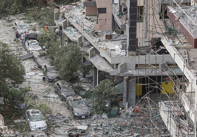 Đang chụp ảnh cưới, cô dâu Lebanon hồn xiêu phách lạc vì vụ nổ Beirut - Ảnh 8.