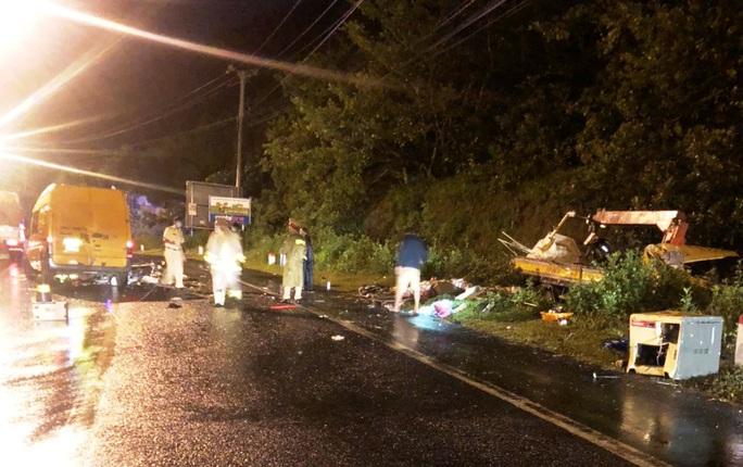 Hai xe tải tông trực diện trong đêm khiến 3 người thương vong - Ảnh 1.