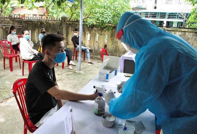 Ngoài lịch trình công bố, 2 bệnh nhân mắc Covid-19 ở Quảng Trị còn đi những đâu? - Ảnh 1.