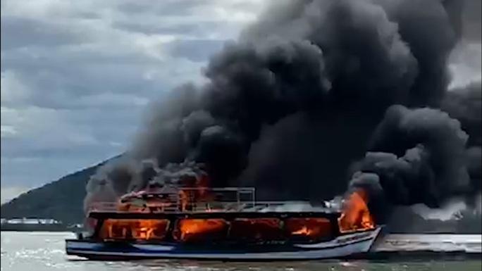 Tàu du lịch của doanh nghiệp ở Phú Quốc cháy kinh hoàng trên đường ra đảo Hải Tặc - Ảnh 2.