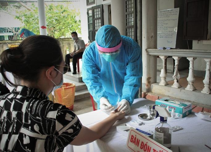Hai ca mắc Covid-19 tại Quảng Trị: Lịch trình di chuyển dày đặc, có đi khám răng - Ảnh 2.
