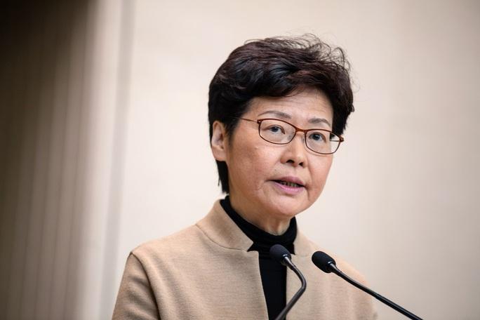 Mỹ trừng phạt đặc khu trưởng Hồng Kông - Ảnh 1.