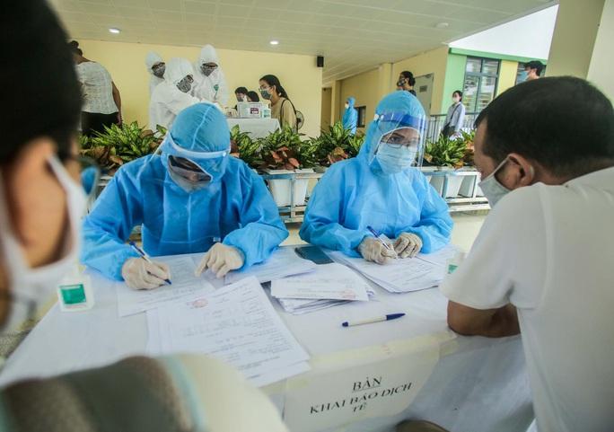Gần 100.000 người Hà Nội về từ Đà Nẵng, Bộ Y tế hỗ trợ 100.000 mẫu xét nghiệm SARS-CoV-2 - Ảnh 2.