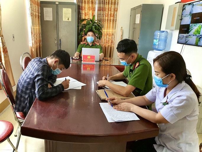 Nam sinh viên về từ Đà Nẵng trốn cách ly ra ngân hàng giao dịch - Ảnh 1.
