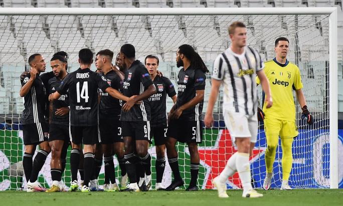 Ronaldo lập cú đúp, Juventus bị hất văng khỏi Champions League - Ảnh 3.