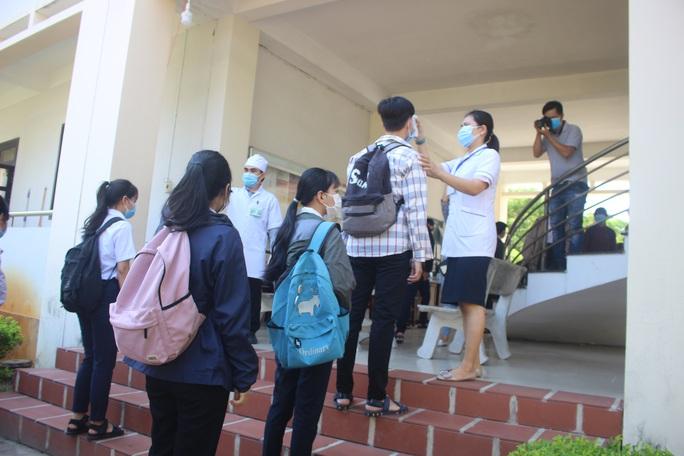 Giữa tâm dịch Covid-19, hơn 7.500 thí sinh Quảng Nam làm thủ tục dự thi - Ảnh 4.