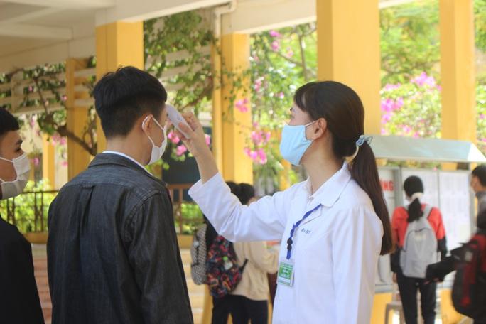 Giữa tâm dịch Covid-19, hơn 7.500 thí sinh Quảng Nam làm thủ tục dự thi - Ảnh 2.