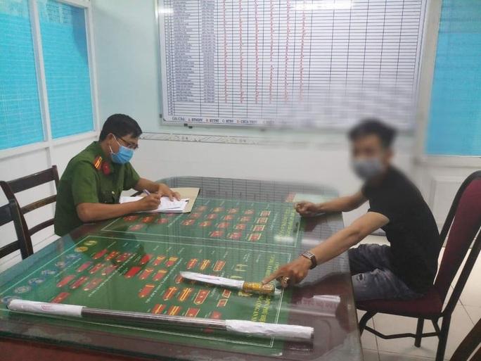 Công an quận Bình Tân vào cuộc vụ bảo vệ và cư dân chung cư chém nhau - Ảnh 1.