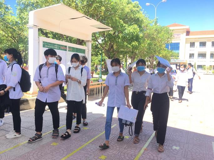 Quảng Bình: 12 thí sinh không dự thi tốt nghiệp THPT vì bị cách ly do Covid-19 - Ảnh 1.