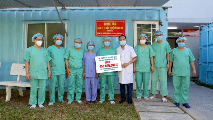 LĐLĐ Thừa Thiên – Huế tặng quà các y, bác sĩ tuyến đầu chống dịch - Ảnh 2.
