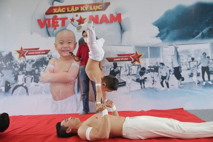 Hai đứa bé 3 tuổi lập kỷ lục Guinness Việt Nam - Ảnh 3.