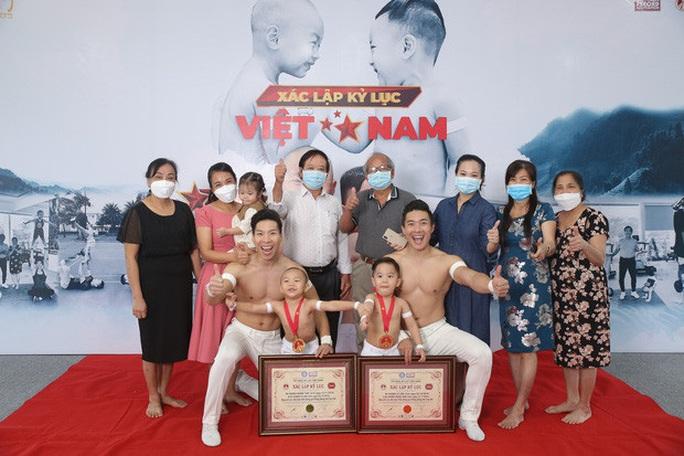 Hai đứa bé 3 tuổi lập kỷ lục Guinness Việt Nam - Ảnh 4.