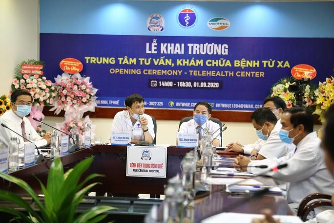 Bệnh viện Trung ương Huế vận hành trung tâm tư vấn, khám chữa bệnh từ xa - Ảnh 1.