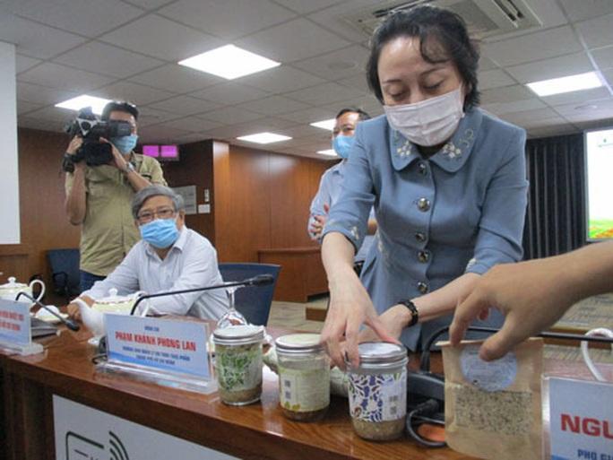 Vụ ngộ độc pate Minh Chay: Hàng trăm người mua chưa được cảnh báo - Ảnh 1.