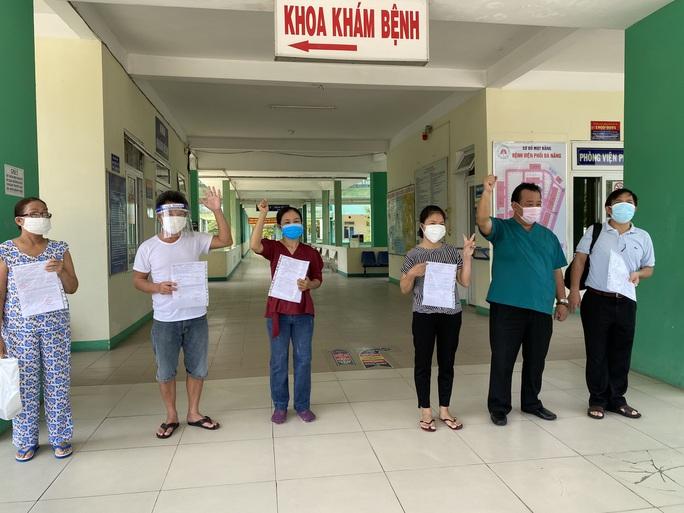 Bệnh nhân 416 ở Đà Nẵng được công bố khỏi Covid-19 - Ảnh 3.