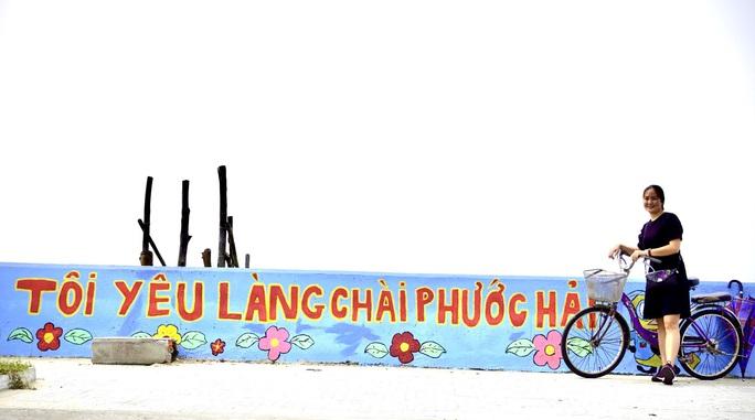 Đẹp ngỡ ngàng trước hàng trăm bức hoạ biến làng chài Phước Hải thay áo mới - Ảnh 3.