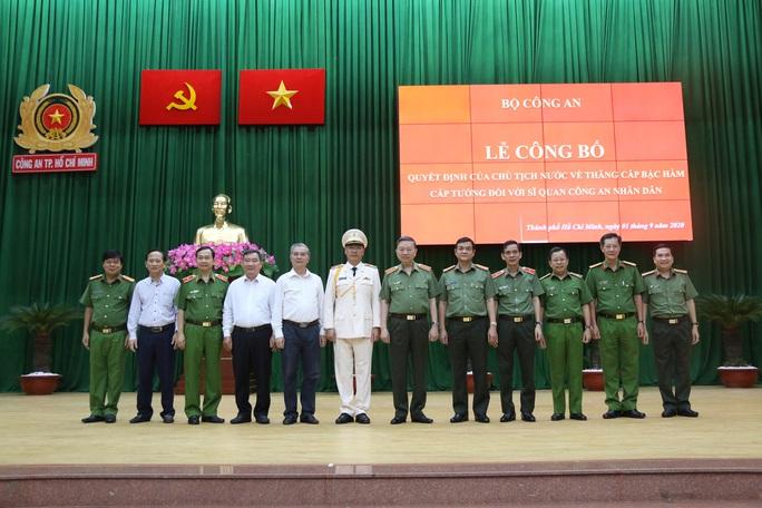 Thêm phó giám đốc Công an TP HCM được thăng hàm cấp tướng - Ảnh 2.