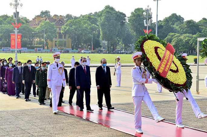 Lãnh đạo Đảng, Nhà nước vào Lăng viếng Chủ tịch Hồ Chí Minh - Ảnh 1.