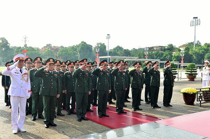 Lãnh đạo Đảng, Nhà nước vào Lăng viếng Chủ tịch Hồ Chí Minh - Ảnh 3.