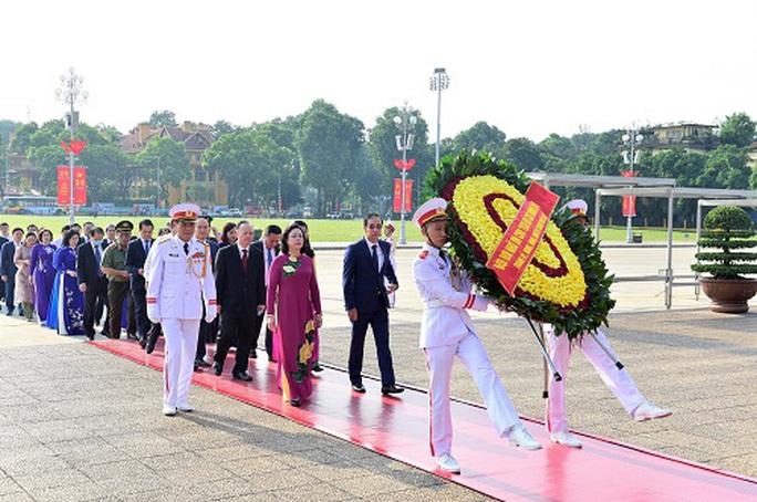 Lãnh đạo Đảng, Nhà nước vào Lăng viếng Chủ tịch Hồ Chí Minh - Ảnh 7.