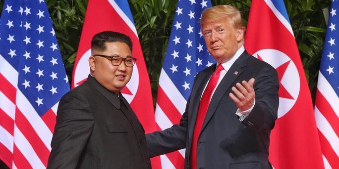 27 bức thư đầy tình cảm giữa Tổng thống Trump và ông Kim Jong-un - Ảnh 1.