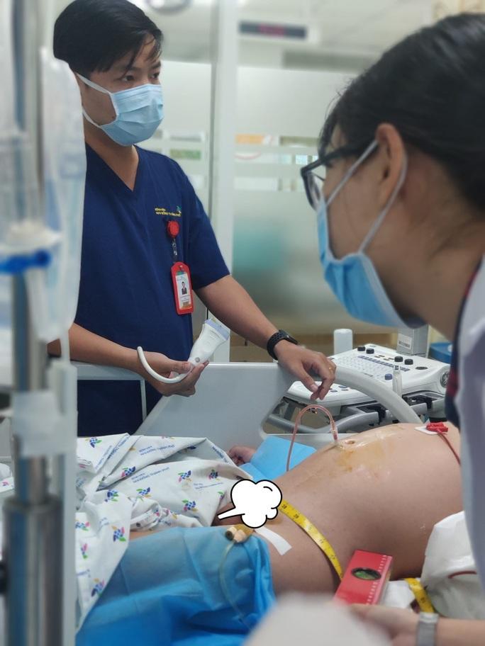 Truyền hơn 2 lít máu để cứu 1 bé trai ở miền Tây - Ảnh 1.