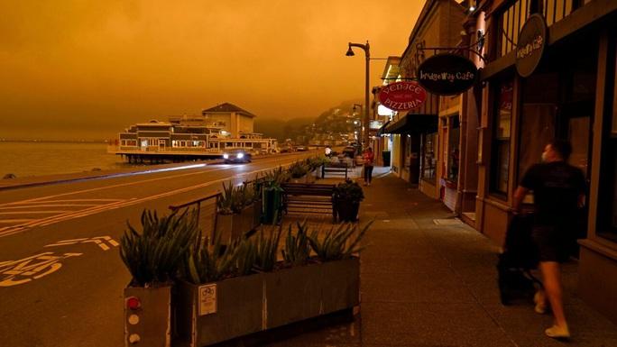 Bầu trời San Francisco biến thành màu cam như sao Hỏa - Ảnh 7.