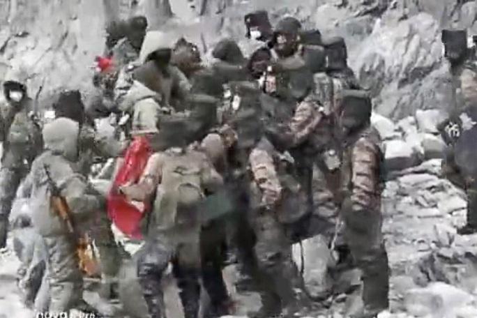"""Lộ video binh sĩ Trung - Ấn """"giáp lá cà"""" ở biên giới tranh chấp - Ảnh 1."""