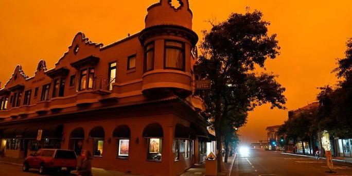 Bầu trời San Francisco biến thành màu cam như sao Hỏa - Ảnh 5.