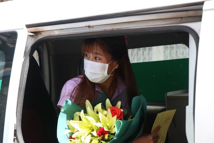 Nữ sinh viên 3 lần âm tính rồi dương tính SARS-CoV-2 được xuất viện - Ảnh 4.