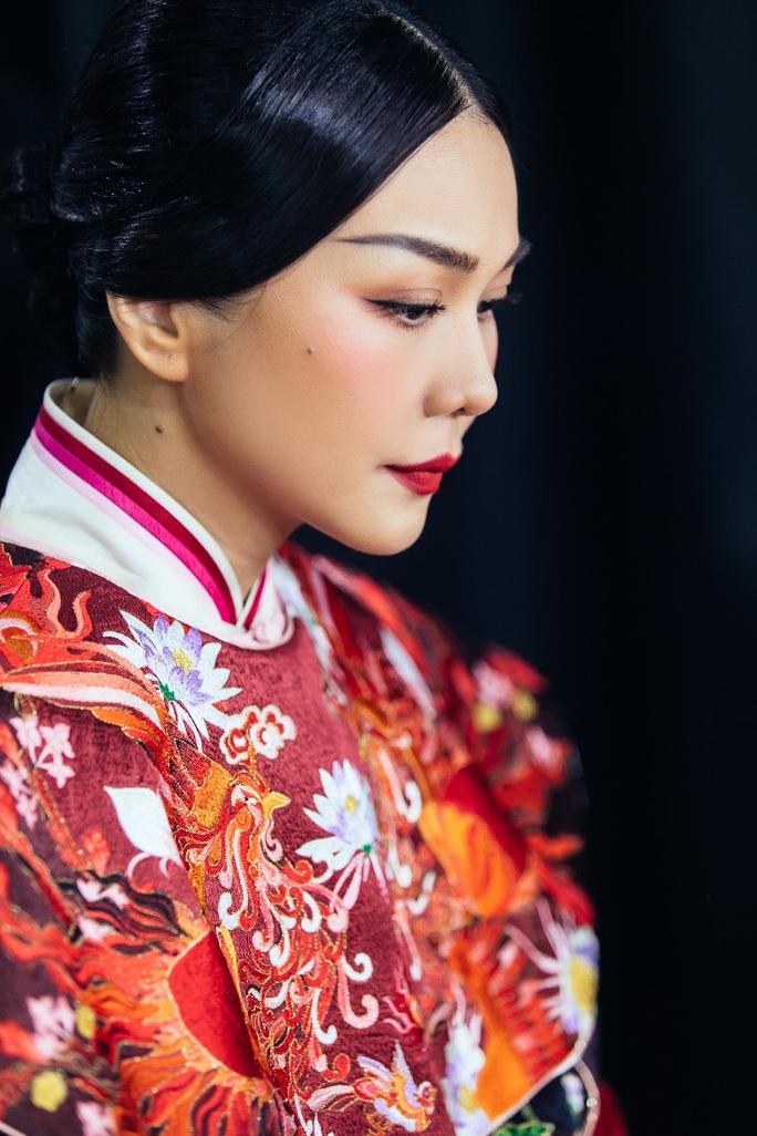 Trang phục Thái hậu Dương Vân Nga giống thời Mãn Thanh, nhà thiết kế nói gì? - Ảnh 1.