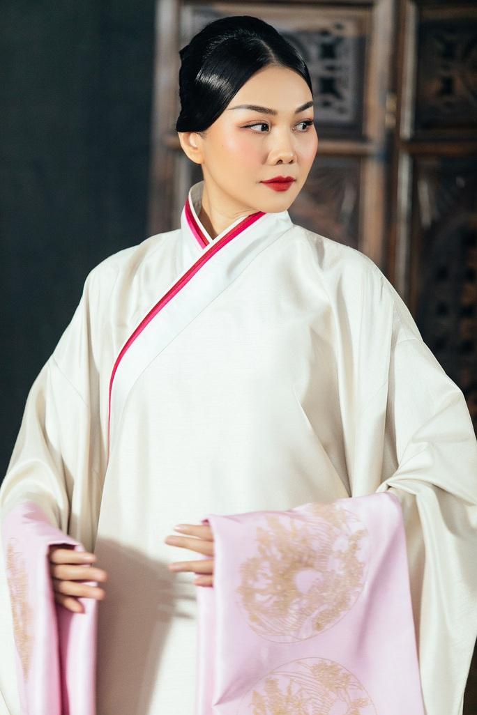 Trang phục Thái hậu Dương Vân Nga giống thời Mãn Thanh, nhà thiết kế nói gì? - Ảnh 6.