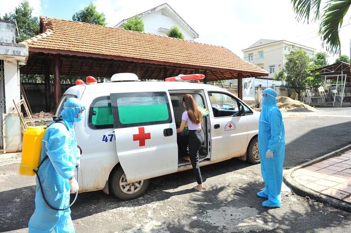 Nữ sinh viên 3 lần âm tính rồi dương tính SARS-CoV-2 được xuất viện - Ảnh 5.