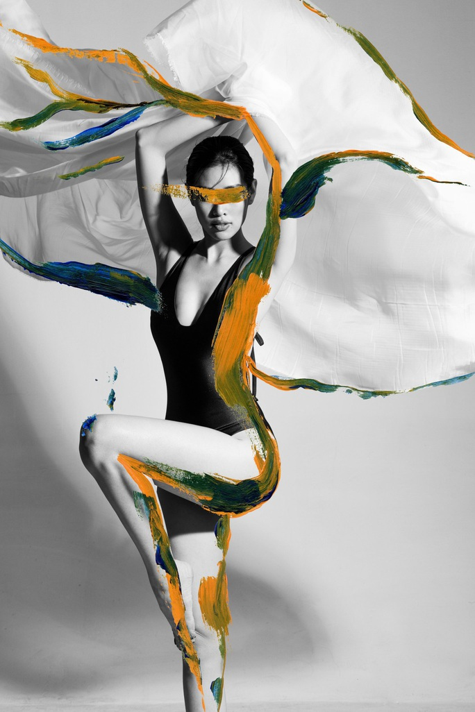 Hoa hậu Khánh Vân khoe vẻ cuốn hút trên tạp chí thời trang quốc tế - Ảnh 2.