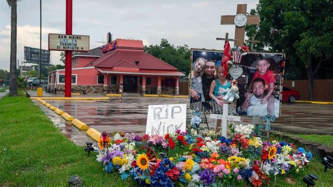 Bốn cảnh sát Mỹ bắn 24 lần vào người đàn ông trên mặt đất - Ảnh 4.
