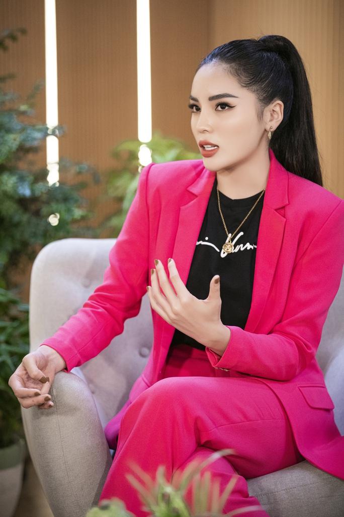 Hoa hậu Mai Phương Thúy: Trở nên nổi tiếng khiến tôi thấy bí bách - Ảnh 2.