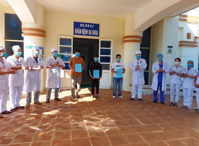 Xem xét dừng hoạt động Bệnh viện dã chiến tỉnh Quảng Ngãi - Ảnh 2.