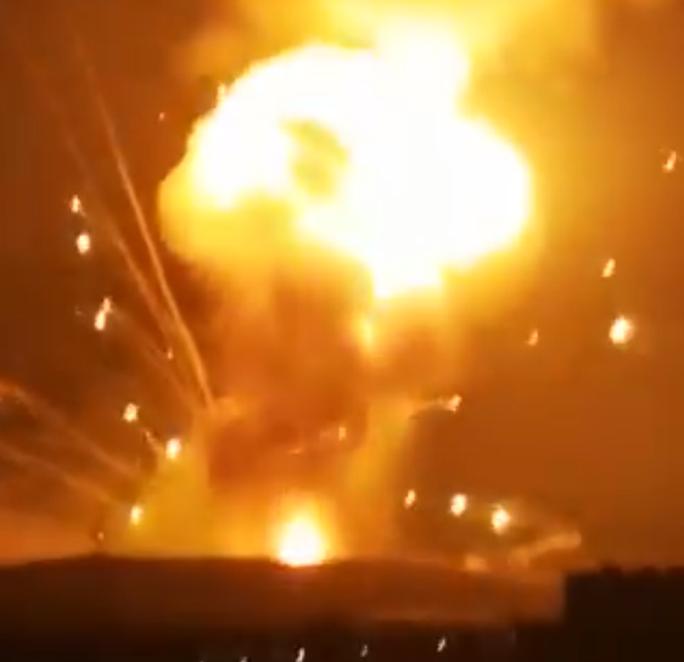 Jordan: Hàng loạt vụ nổ lớn làm rung chuyển căn cứ quân sự ngoài thủ đô - Ảnh 2.