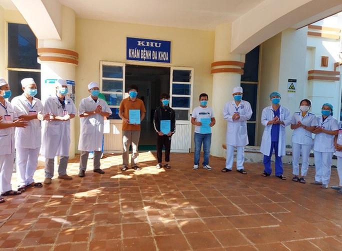Bệnh nhân liệt nửa người ở Quảng Nam kèm nhiều bệnh nền nặng chiến thắng Covid-19 - Ảnh 2.