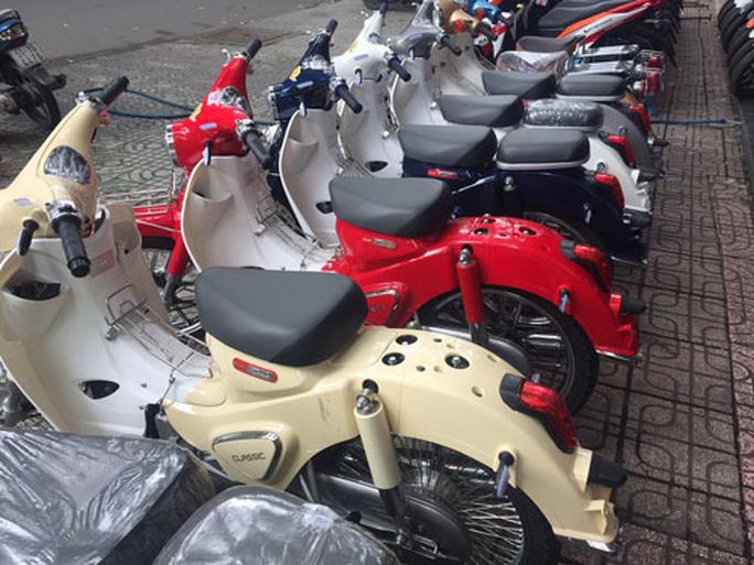 Vắng khách mua xe máy điện - Ảnh 1.