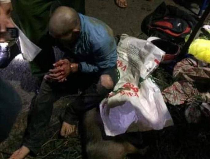 Người dân vây bắt, đánh bầm dập đối tượng trộm chó - Ảnh 3.