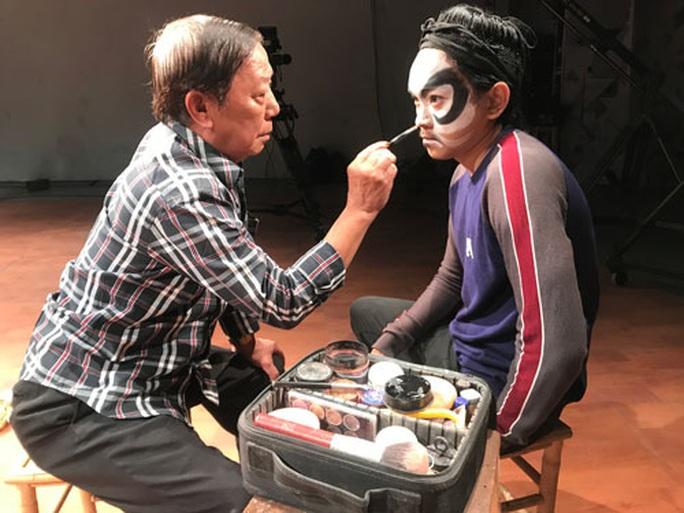 Hiếm nghệ nhân vẽ mặt tuồng - Ảnh 2.
