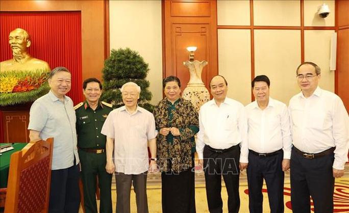 Tổng Bí thư, Chủ tịch nước chủ trì buổi làm việc với Thường vụ Quân ủy Trung ương - Ảnh 13.