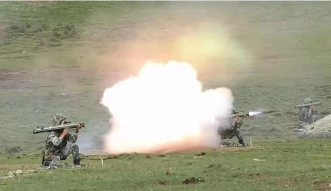 Nói xuống thang, Trung Quốc vẫn thử bệ phóng tên lửa mới sát Ấn Độ - Ảnh 1.