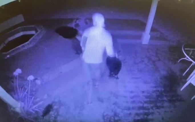 Tới điều tra, cảnh sát Mỹ ăn trộm nhà dân - Ảnh 2.
