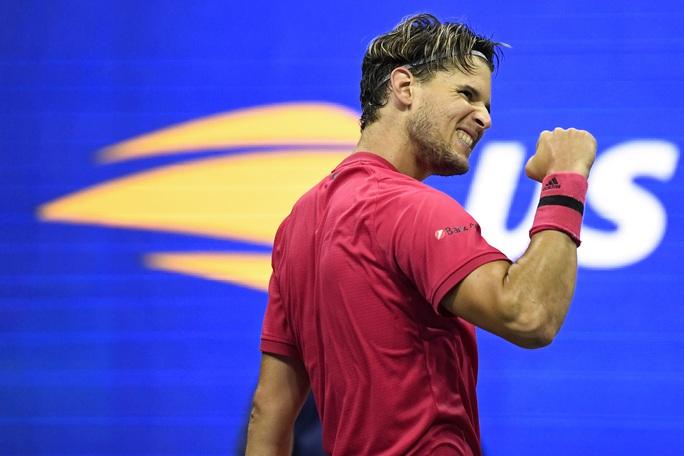 Nén đau, Dominic Thiem đánh bại Medvedev để vào chung kết US Open - Ảnh 4.