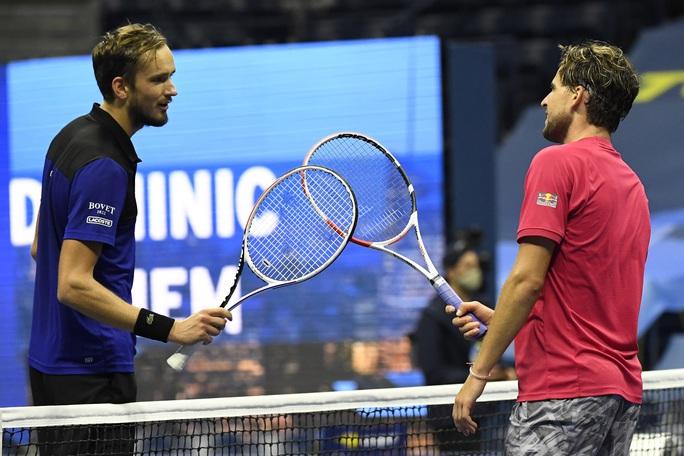Nén đau, Dominic Thiem đánh bại Medvedev để vào chung kết US Open - Ảnh 1.