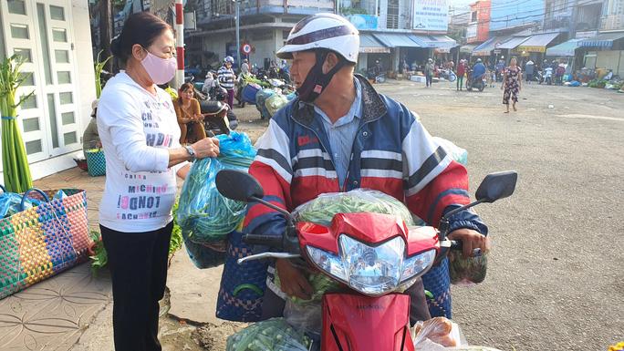 Ông Trần Quốc Việt: Người chuyên chở tấm lòng - Ảnh 1.