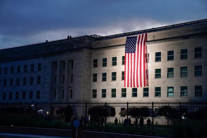 Vụ khủng bố 11-9: Hình ảnh về buổi lễ tưởng niệm khác thường - Ảnh 8.