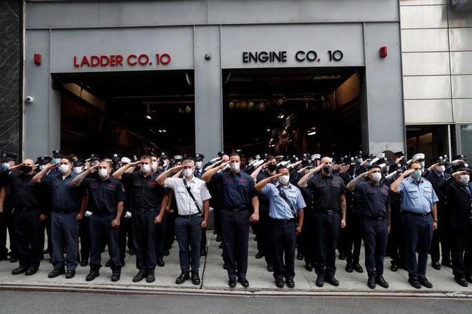 Vụ khủng bố 11-9: Hình ảnh về buổi lễ tưởng niệm khác thường - Ảnh 7.